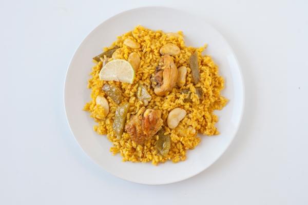 Preparación de la auténtica paella valenciana